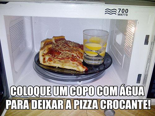 esquentando a pizza na geladeira