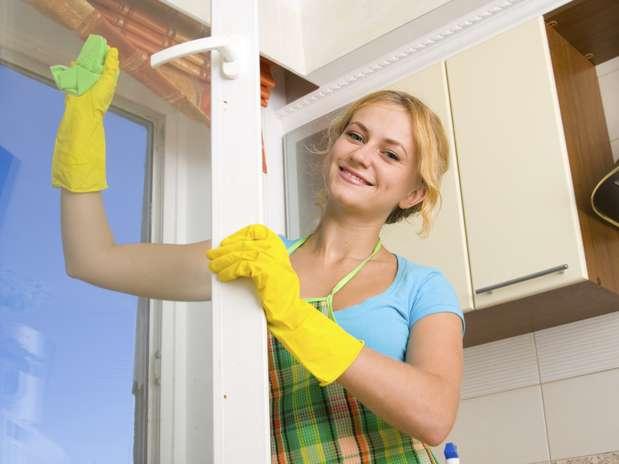 Limpeza a seco: dicas para lavar a casa usando pouca água