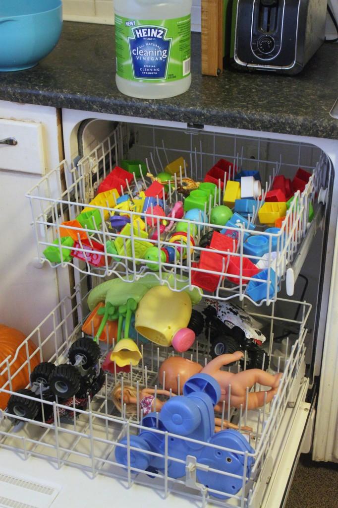 Como limpar brinquedos usando vinagre 2