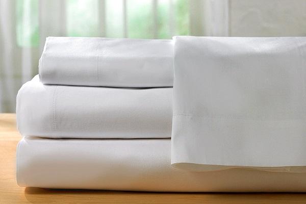 como dobrar roupa de cama
