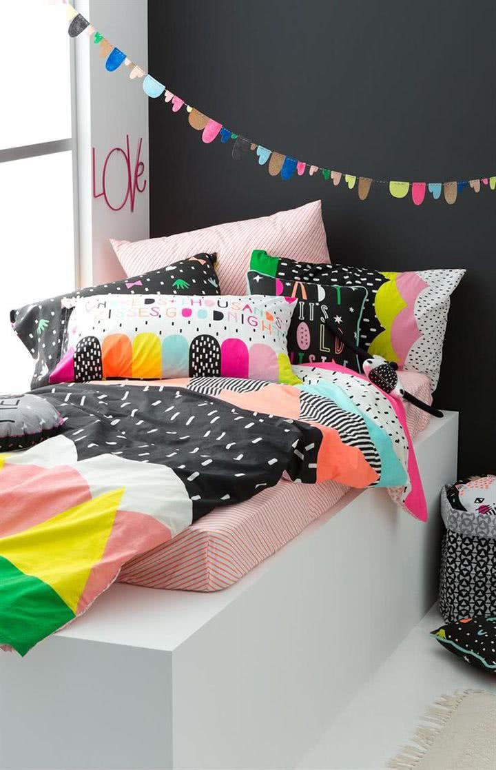 decoração para quarto teen com almofadas quarto colorido menina