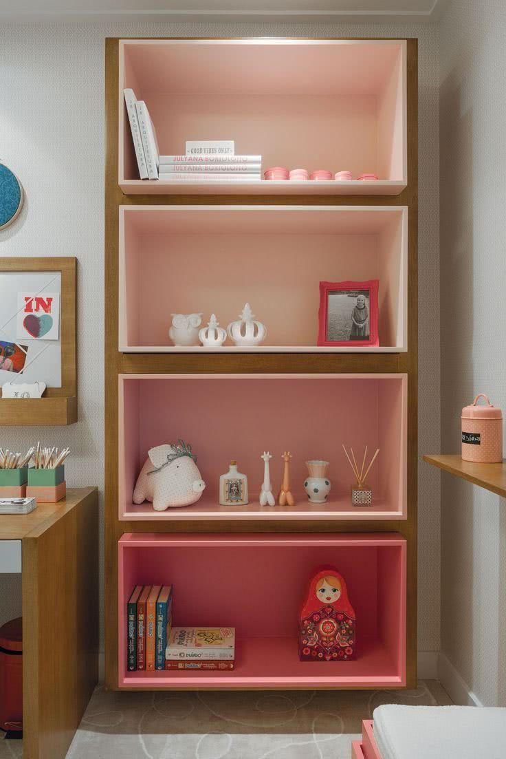 decoracao prateleiras coloridas quarto infantil